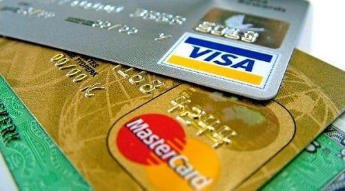 Cartões Visa e Mastercard para representar o tema como usar o cartão de crédito