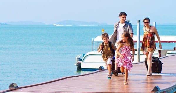 Família reunida para uma viagem de férias