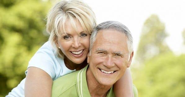 Casal de idosos simbolizando planejamento da aposentadoria