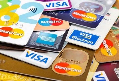 Vários cartões simbolizando o tema Dicas para usar melhor seu cartão de crédito