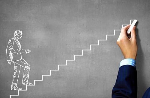 Desenho de um homem subindo os vários degraus de uma escada