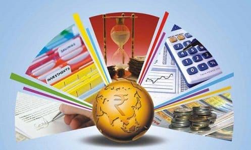 Calculadora, moedas e outros objetos que remetem a controlar o orçamento
