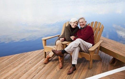 Casal de idosos curtindo a aposentadoria