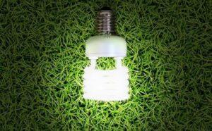 Lâmpada desconectada simbolizando economia de energia