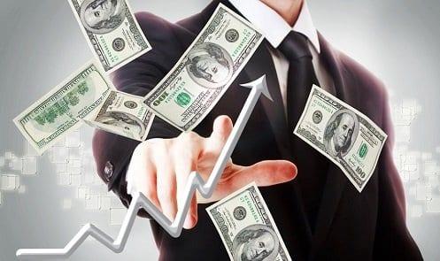Homem e dólares voando simbolizando motivos para investir na Bolsa de Valores