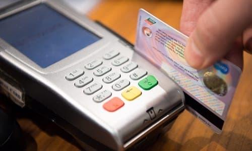 passando cartão de crédito