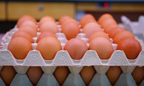 ovos caipiras no mercado