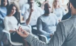 professor ensinando em sala de aula