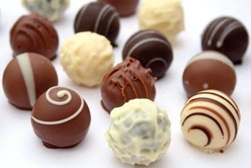 vários bombons de chocolate