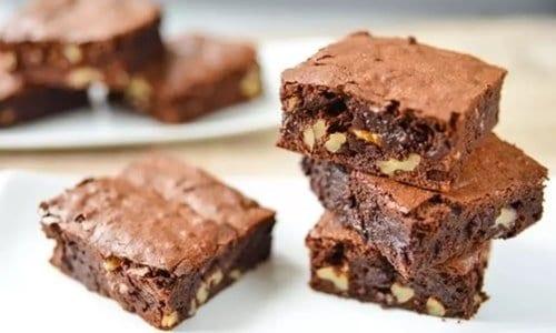 vários brownies