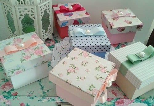 várias caixas de MDF