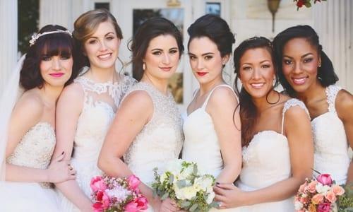 várias noivas juntas em um casamento comunitário