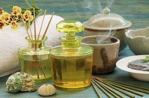 aromatizantes em cima de uma mesa
