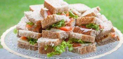 vários sanduíches