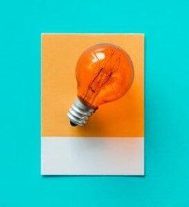 Lâmpada simbolizando ideia e onde investir 500 reais