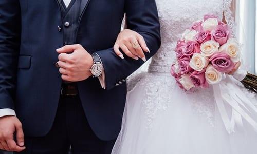 noivos em seu casamento