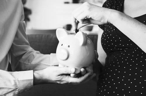Economia doméstica - Casal economizando