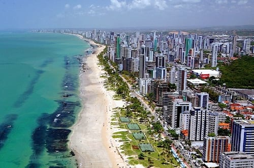 Vista aérea de uma das partes litorâneas de Recife.