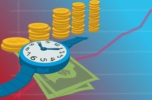 Ilustração de relógio sobre moedas e cédulas simbolizando o tema Planejamento financeiro