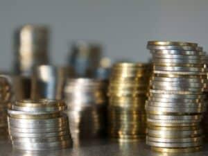 moedas empilhadas simbolizando investimento no tesouro direto