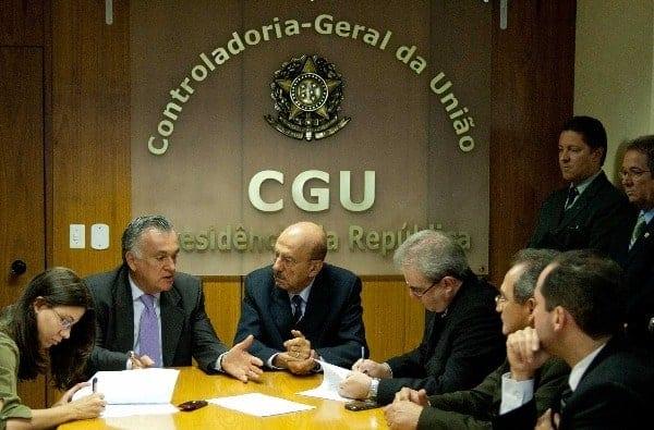 reunião da controladoria geral da união para tratar do tema Auxílio emergencial negado