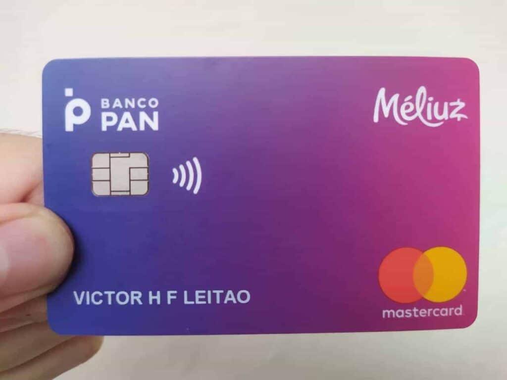 Foto de um cartão Méliuz simbolizando o tema Melhores cartões de crédito sem anuidade