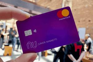 Nubank pode cancelar cartão de crédito de usuários que estão utilizando a ferramenta de maneira indevida