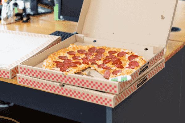 Foto de uma pizza simbolizando o tema Gastos com delivery