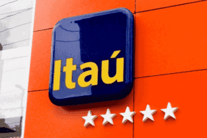 Fachada de uma agência do Itaú simbolizando o tema Itaú realizará ressarcimento