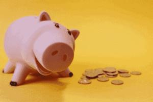 Foto de cofrinho e moedas simbolizando o tema Vale a pena sacar o FGTS