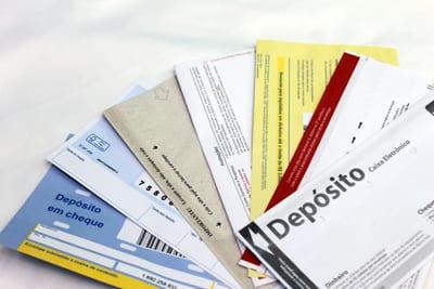 Cheque no envelope de dinheiro e dinheiro em envelope de cheque: O que fazer?