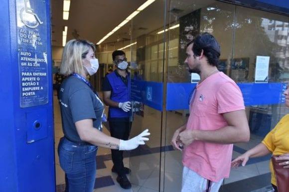 Atendimento bancário durante quarentena