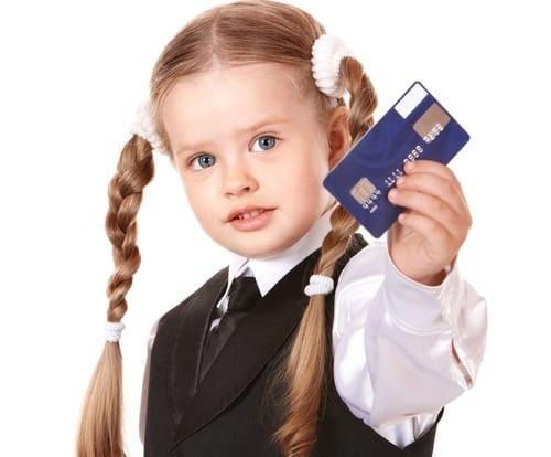 Crianças e adolescentes podem ter cartão de crédito?