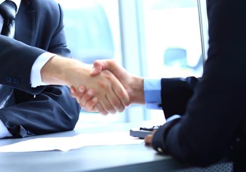 A empresa pode obrigar a abrir uma conta corrente para receber salário?