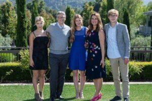 foto de família para ilustrar o título sobre a história de Bill Gates