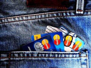 bolso com cartão de crédito com anuidade grátis para sempre