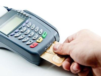 O primeiro passo para ter uma maquininha dessas é procurar o seu banco