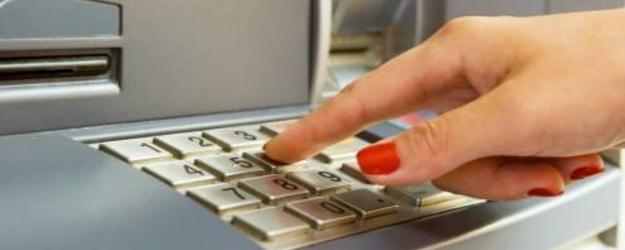 Saiba como sacar dinheiro sem usar o cartão do banco