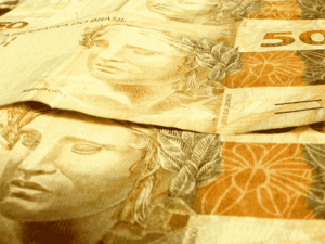cédulas de R$ 50, representando custo de fabricação da nota de R$ 200
