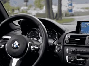 interior de carro, representando carro como garantia em empréstimo