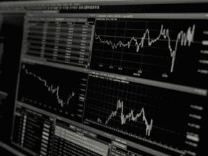 gráficos, representando colchão de liquidez do tesouro
