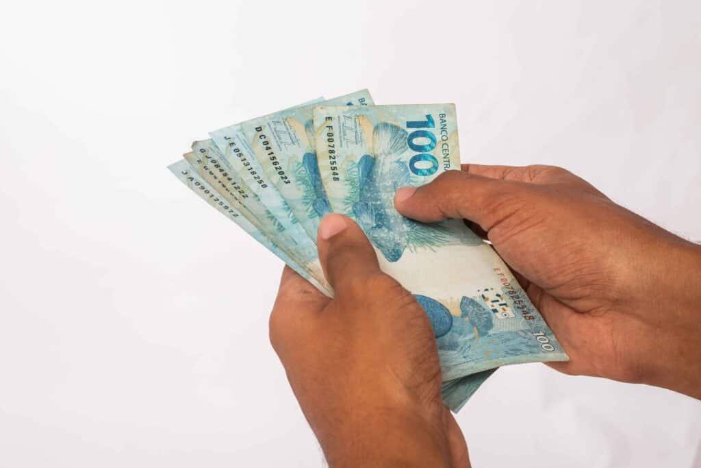 Governo recupera R$ 100 milhões de auxílio emergencial pago indevidamente