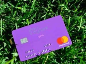 Foto do cartão Nubank simbolizando o tema como se proteger de golpes no Nubank