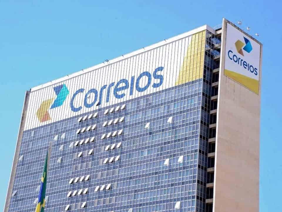 Imagem de um prédio da agência dos Correios, simbolizando a greve dos correios. Dívidas da Serasa poderão ser pagas em agências abertas.