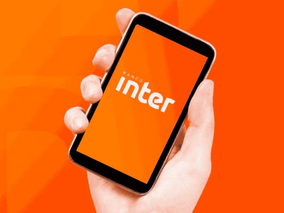 foto de celular com logo do inter, representando inter selection