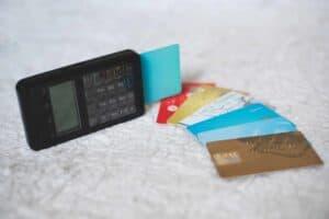Cartões de crédito e maquina de cartões
