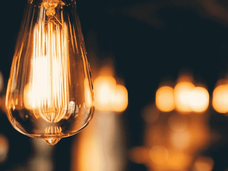 lâmpada, representando pagamento de conta de luz com pix