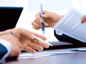 contrato e caneta, representando prorrogação programa de redução de jornadas