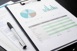 Imagem com vários gráficos apontando tipos de investimentos financeiros