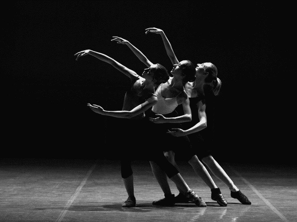 bailarinas, representando auxílio para profissionais da cultura